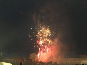 花火が目の前で上がり、すごい迫力でした!