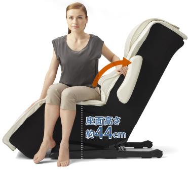 人間工学に基づいた 最高の座り心地を追求。 ゼログラビティ角度で身体の重力の負担をなくし、「ランバーサポート」でしっかりと身体を包み込みます。 低い座面と可動式アーム
